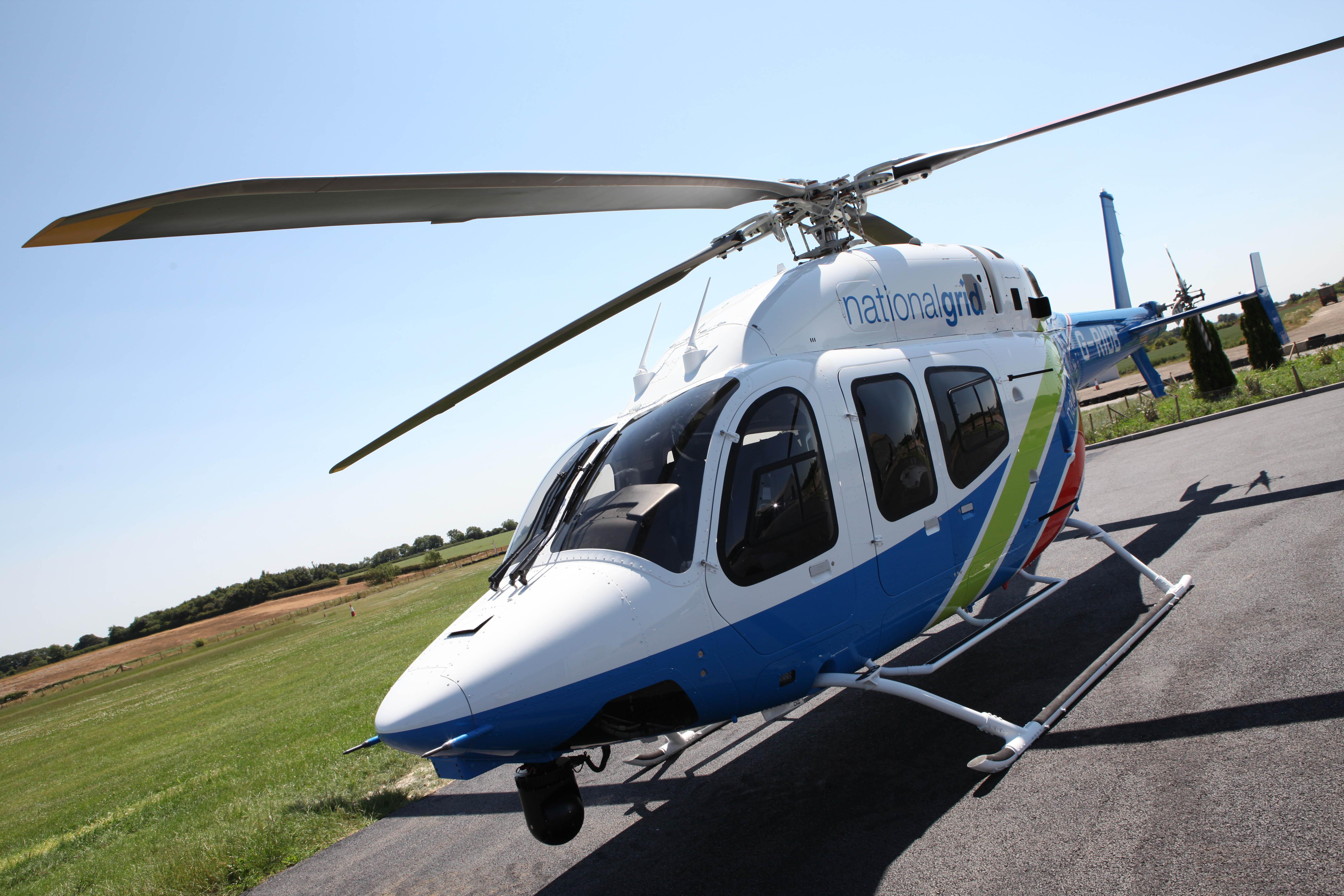Helicóptero Bell 429 de la compañía británica National Grid.