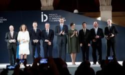 Los Reyes junto a los premiados