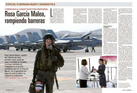 Rosa García Malea con los F/A-18 que tripuló hasta su paso a la Academia General del Aire como instructora y primer piloto mujer de la Patrulla Águila.