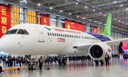 El 2 de noviembre el fabricante chino COMAC ha presenta en sociedad el primer C919 en Shángai, con el que quiere competir con los A320 y B-737.