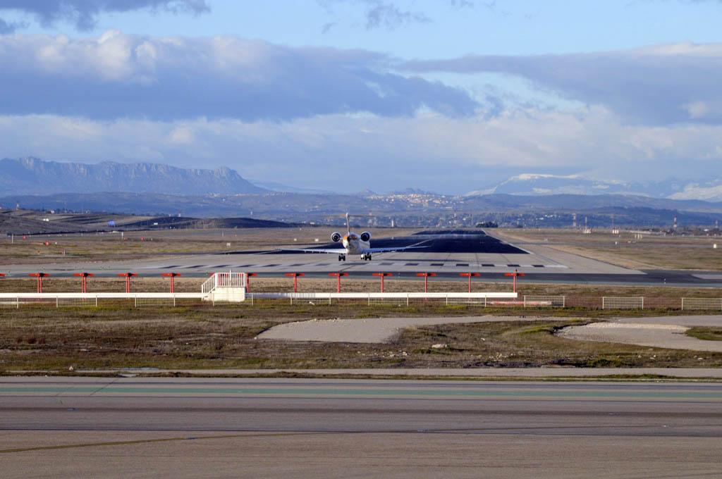 Pista de vuelos 18R/36L del aeropuerto Adolfo Suarez Madrid Barajas.