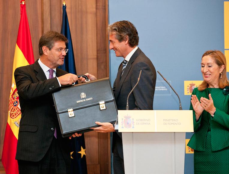 Íñigo de la Serna, en sustitución de Ana Pastor se estrena como ministro de Fomento después de casi un año de Gobierno en funciones.