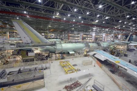 Boeing 747-8F en la cadena de montaje en Everett.