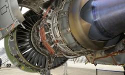 El motor número 1 del Boeing 747-8I completamente abierto.