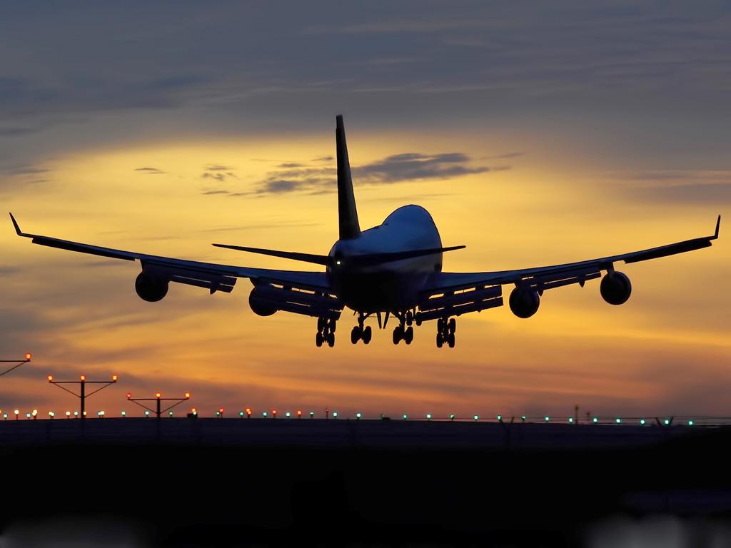 Boeing 747 aterrizando