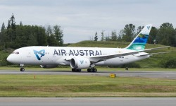 El primer Boeing 787 de Air Austral durante una de sus pruebas previas a su entrega.