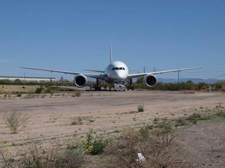 Traslado del Boeing 787 N787EX hacia el Museo del Aire y del Espacio de Pima.