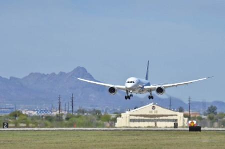 Aterrizaje en Davis Monthan del Boeing 787 en su último vuelo.
