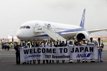 El Boeing 787 Dreamliner a su llegada a Japón fue recibido por cientos de empleados de ANA