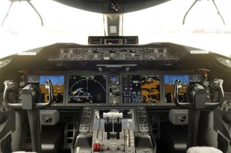 Cockpit de >Boeing 787.