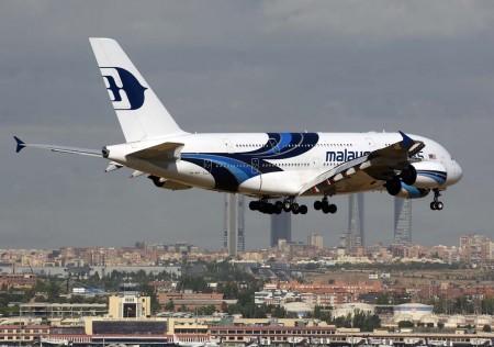 Airbus A380 de Malaysia Airlines aterrizando en Madrid en un vuelo chárter para transportar al Real Madrid.