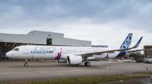 Airbus ha decorado el primer A321neo ACF con la torre Eiffel y la estatua de la Libertad para significar la capacidad intercontinental del avión.
