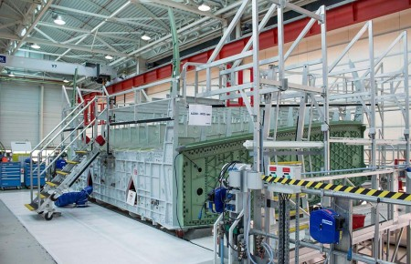 El cajón central alar se unirá en Toulouse con las dos alas que se están equipando ya en Bremen.