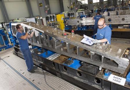 Pilón para los motores  Rolls-Royce Trent 7000 producido básicamente en titanio.