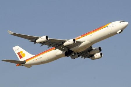 Iberia y Alsa firman un acuerdo para vender billetes combiandos autobús/avión