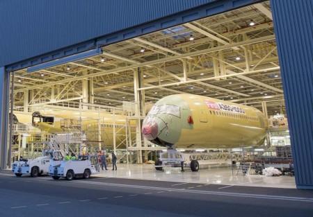 Entrada en la FAL de Toulouse del fuselaje delantero de primer Airbus A350-1000.