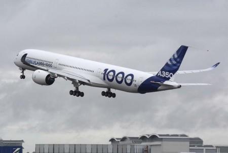 El inicio de más de cuatro horas en el aire del primer vuelo del Airbus A350-1000.