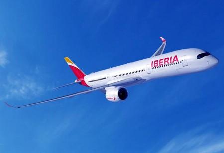 IAG señala como uno de los puntos en la reducción del gasto de combustible el uso de aviones más eficientes. Los Airbus A350 de Iberia comenzarán a llegar en 2017 en principio.