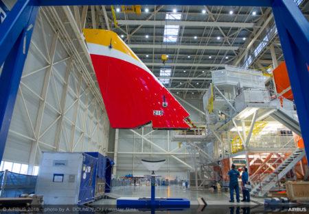 El primer A350-900 para Iberia toma forma en la FAL de Airbus en Toulouse.