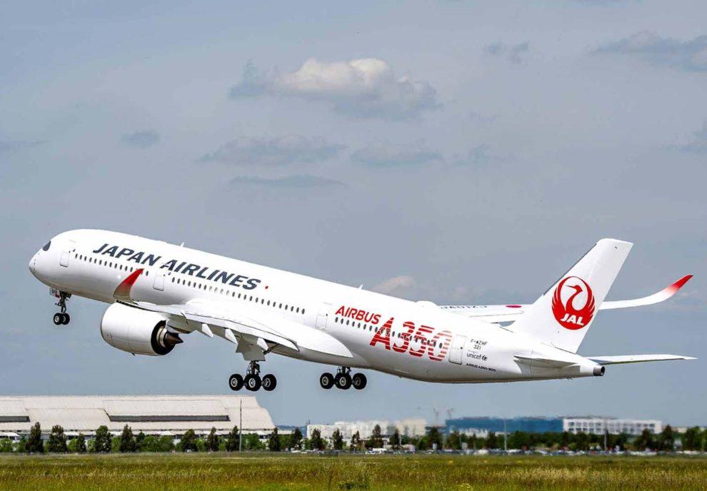 Despegue en un vuelo de prueba del primer Airbus A350-900 de JAL.