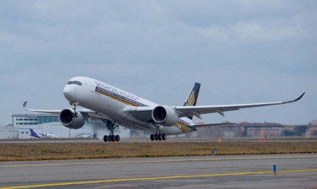 Despegue de Toulouse del primer Airbus A350 para Singapore Airlines.