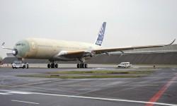 El primer Airbus A350 que volará ha sido transferido ya a la última estación de pruebas previa a su traspaso al departamento de vuelo.