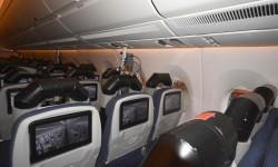La cabina del A350, sin engorrosas cajas bajo los asientos y un cableado que va enteramente bajo el suelo.