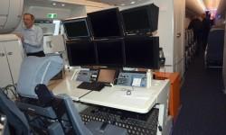 La única consola de medición de datos va instalada a la altura de las puertas número 3 de este A350.