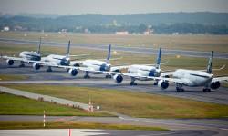 El espectáculo comenzó con el rodaje de los cinco aviones al unísono hacia la cabecera de pista.