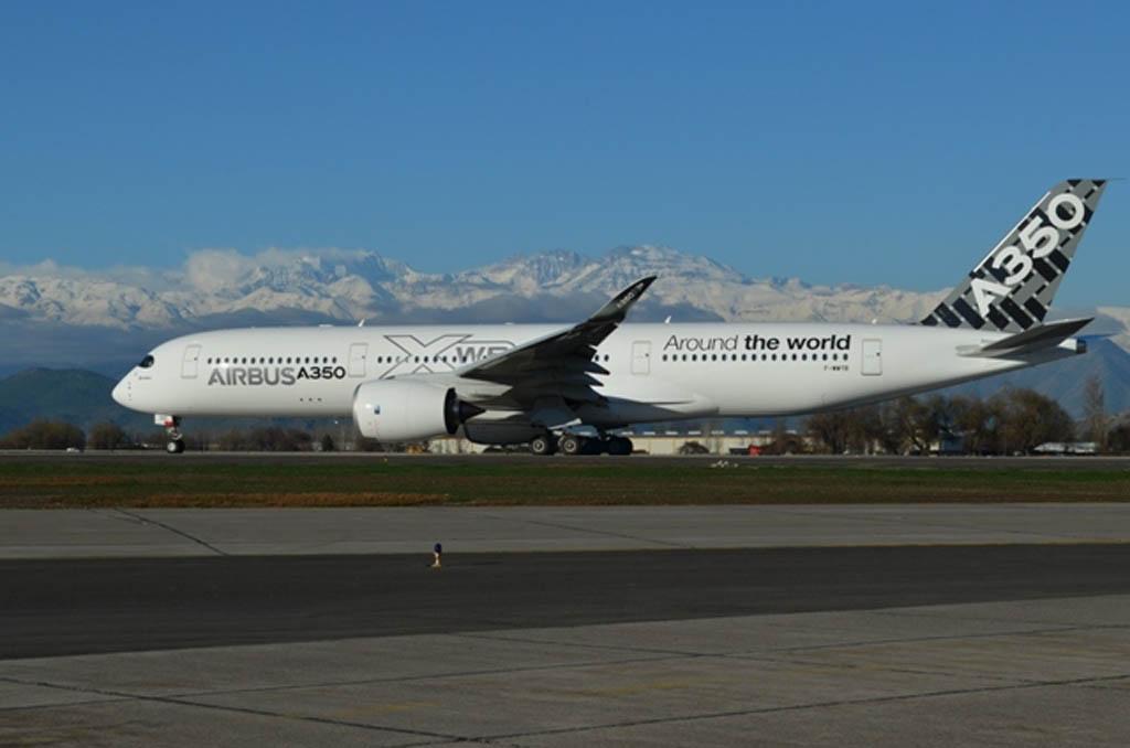 El nuevo A350 XWB durante su parada en Santiago de Chile