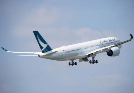 El primer A350-900 de Cathay Pacific luce ya los nuevos colores de la aerolínea.