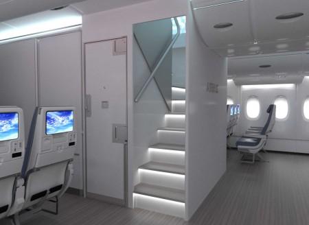 Así será la nueva escalera frontal que Airbus ofrece para el A380. La puerta a la izquierda da acceso a la zona de descanso de la tripulación.
