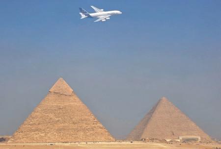 Airbus A380 y las pirámides
