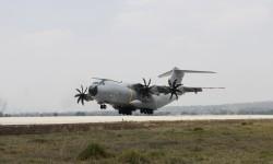 El A400M del Ejército del Aire aterrizando en la Base de Santa Lucía en México