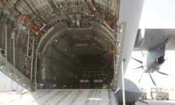 La bodega del A400M, un cajón de 4 por 4 metros y 25 de profundidad, ocupada en aprte por las consolas de análisis de los parámetros de vuelo.