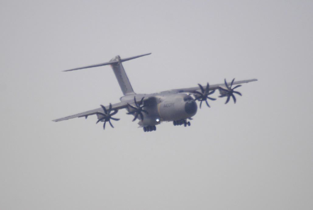 S.M. el Rey vuela en el A400M.