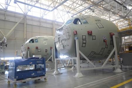 Morros de dos A400M en la cadena final de montaje en Sevilla. El de atrás, es el del avión accidentado.