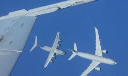 Fotografiados desde un F/A-18, el A330MRTT de la RAF reposta al A400M.
