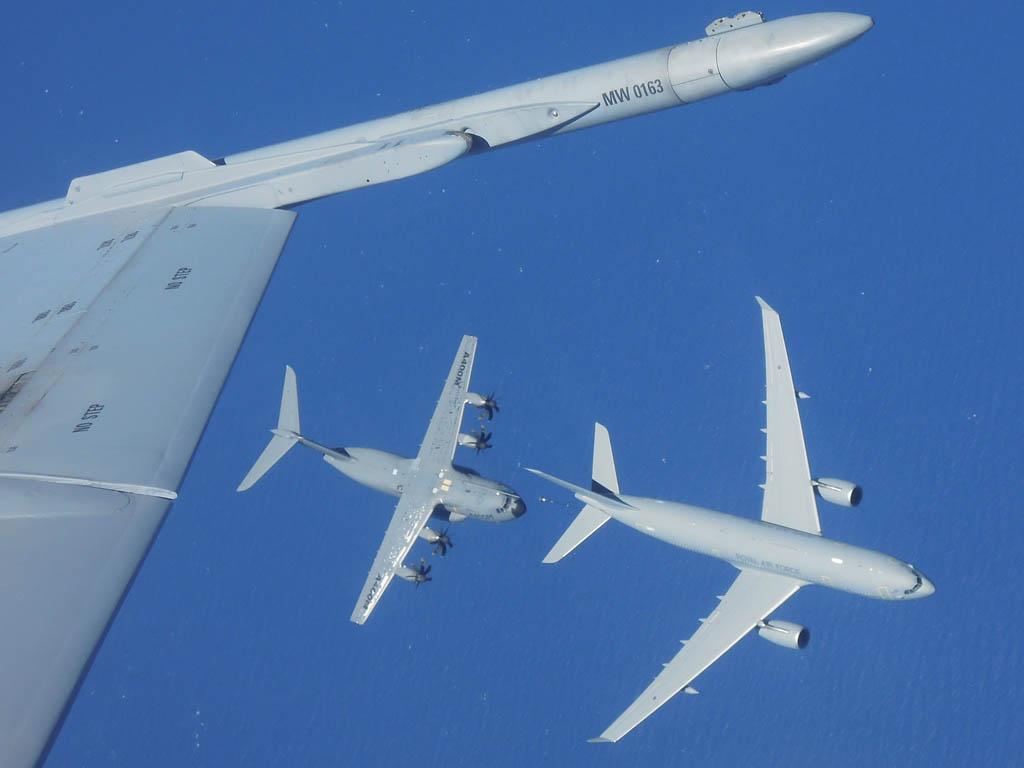 Repsostaje en vuelo entre A330MRTT y A400M
