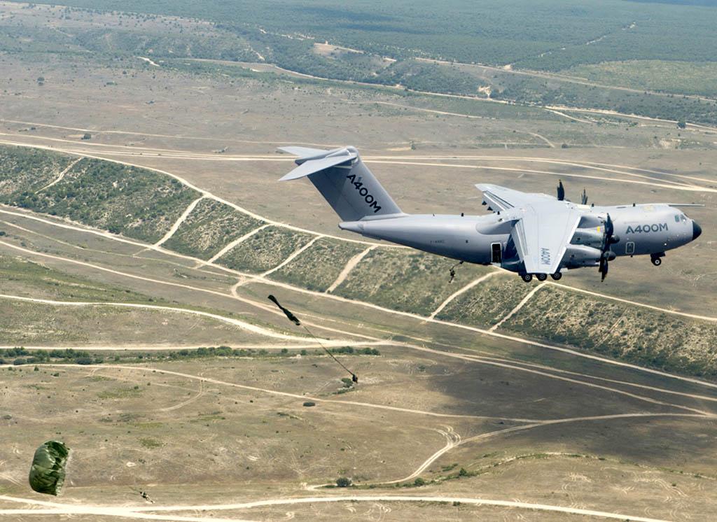 Salto en paracaídas desde el A400M
