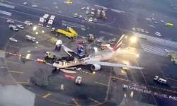 Estado final del Boeing 777 de Emirates tras el accidente e incendio.