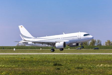 Despegue del primer ACJ319 de la factoría de Airbus en Finkenwerder.