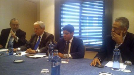 ACM Neto, segundo por la derecha, acompañado por el presidente de Saltur, el secretario de Turismo y Cultura de la ciudad, y el director general de Air Europa para Brasil.