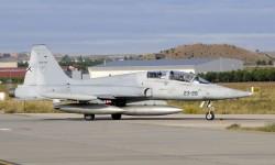 El único de los F-5B participantes en el desfile todavía con los colores antiguos