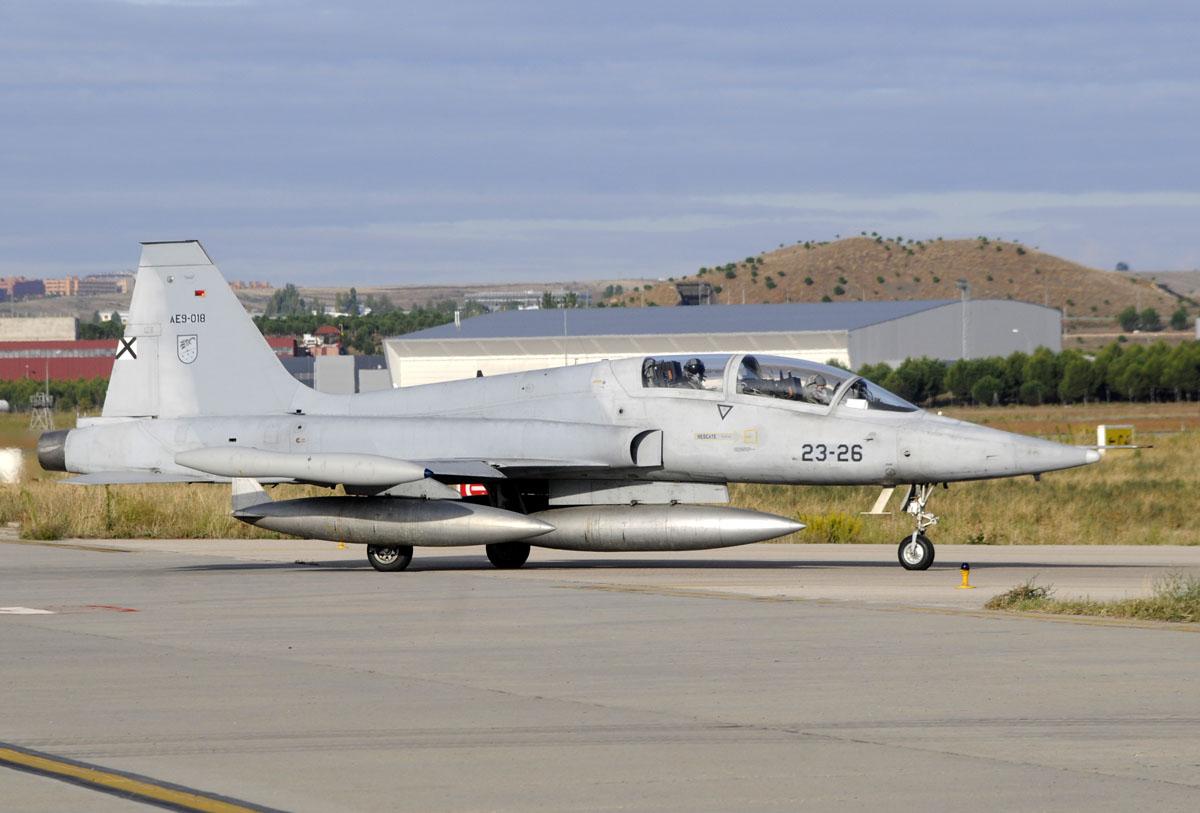 Northrop CASA F-5B biplaa