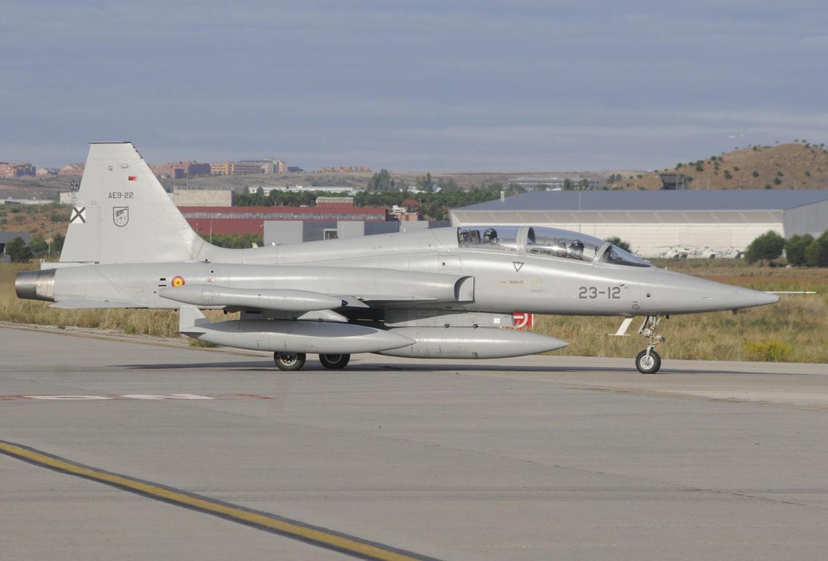 Northrop CASA F-5B rueda para el despegue