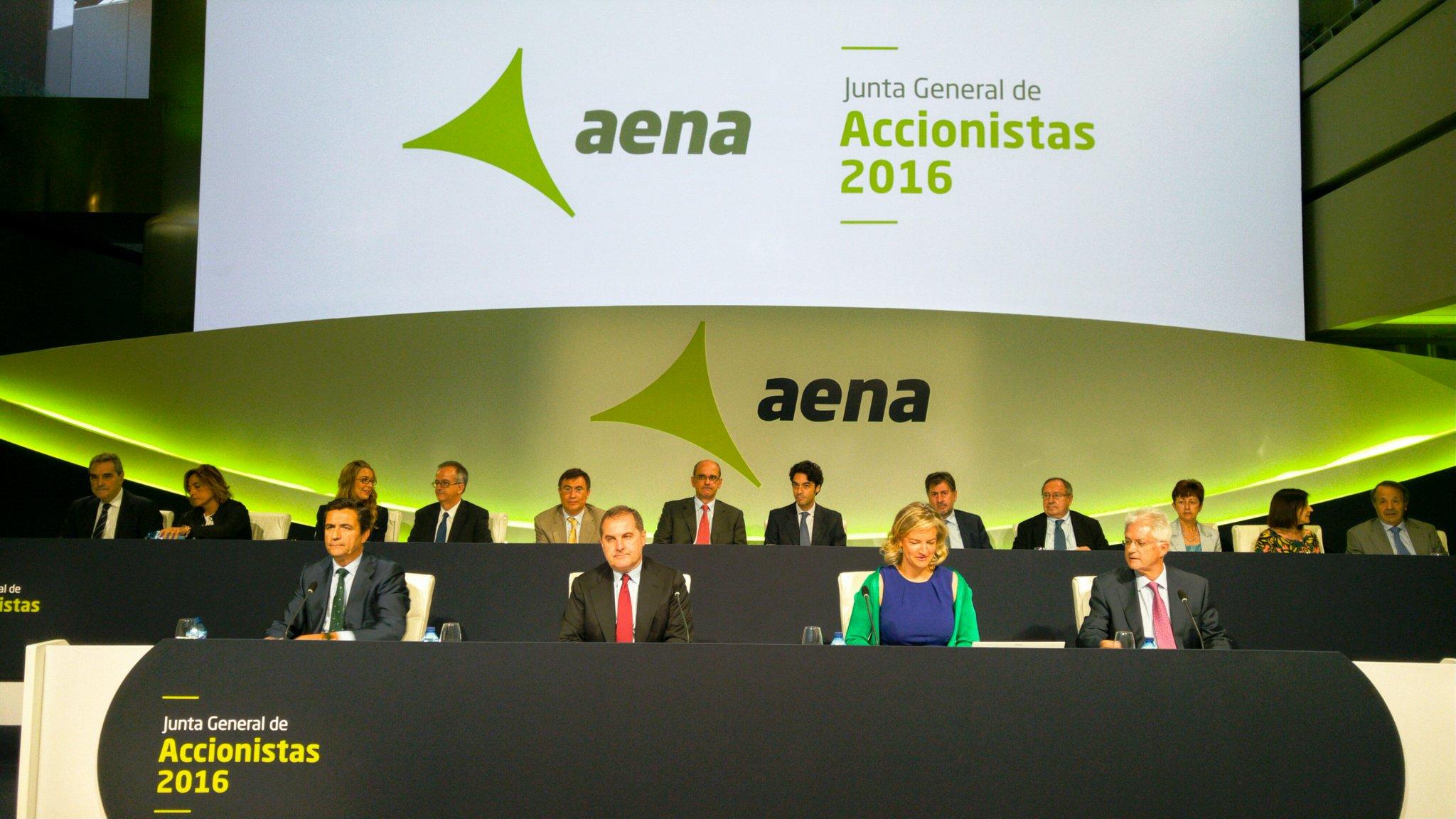 Mesa de la junta de accionistas de AENA.