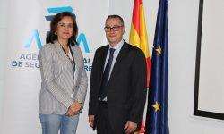 Isabel Maestre, directora general de AESA, con Segundo Sánchez, presidente del Comité Aeroespacial.