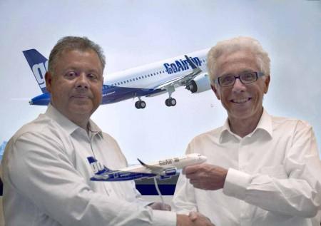 Kirian Rao, vicepresidente de Estrategia y Marketing de Airbus y Wolfgang Prock-Schauer, consejero delegado de GoAir.
