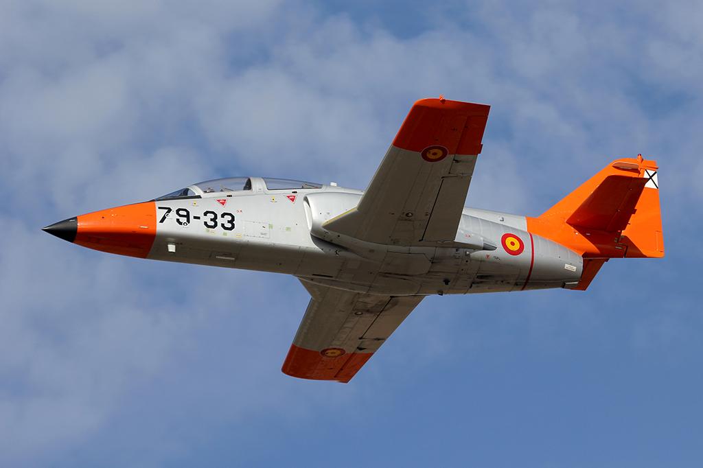 Durante su formación básica en la AGA los alumnos realizan 110 horas de vuelo en el C-101 y otras 50 horas en simulador.